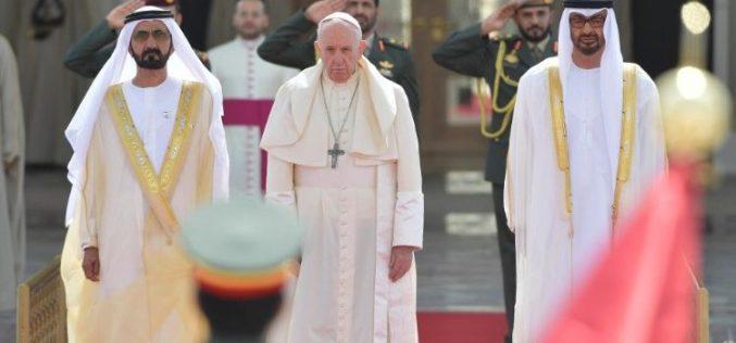 Папата Фрањо ја започна историската посета на Обединетите Арапски Емирати