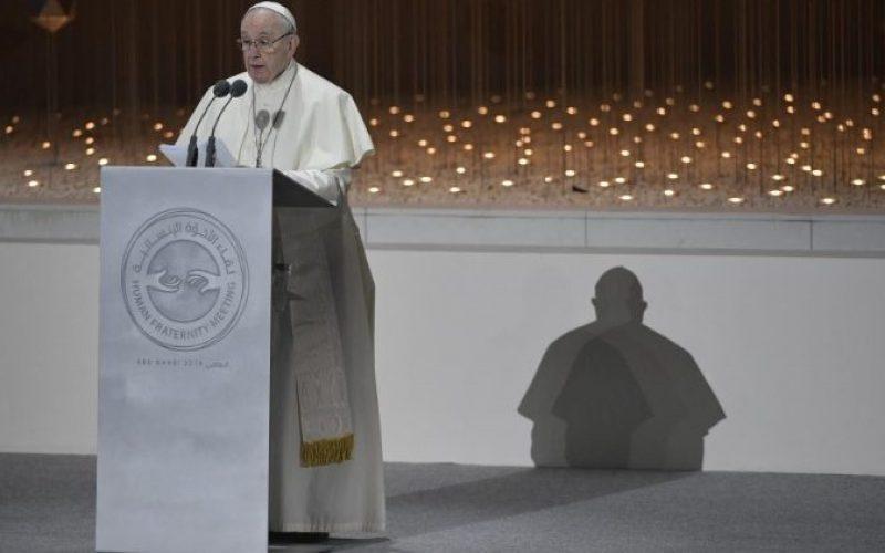 Папата Фрањо во Абу Даби: Мирот умира кога ќе се одвои од правдата