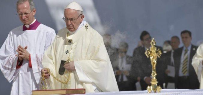 Папата Фрањо служеше света Миса во Абу Даби