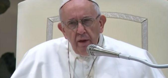 Папата се помоли за мигрантите кои загинаа во бродолом на Карипското Море