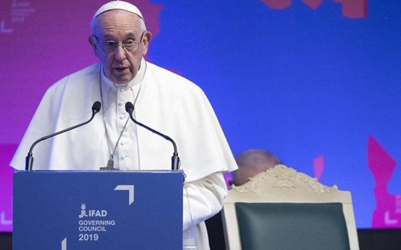 Папата: Мора да победиме во борбата против гладот и сиромаштвото