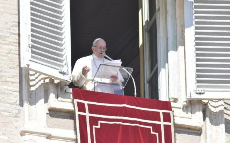 Папата повика на молитва за средбата со претседателите на епископските конференции