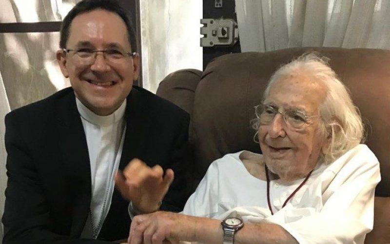 Укинати санцкиите на еден од основачите на Теологијата на ослободување