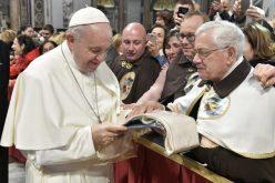 Папата: Кој ја сака Црквата не ја обвинува