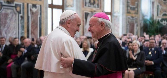 Папата: Логиката на техниката не смее да владее со нашиот живот