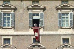 Папата: Треба да делуваме мудро и со љубов не озборувајќи ги другите