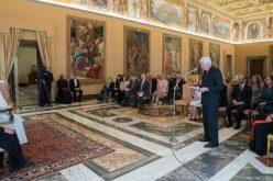 Папата Фрањо: Светот треба да го гледаме со очите на мајките