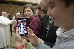 Папата: Младоста не е пасивност, туку постигнување на важни цели