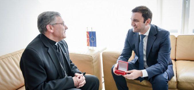 Бискупот Стојанов се сретна со заменик претседателот на Владата Бујар Осамани