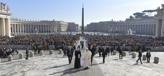 """Генерална аудиенција: Во молитвата """"Оче наш"""" се молиме за потребите на сите"""