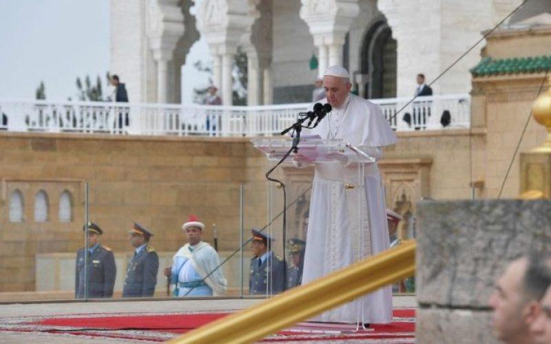 Папата: Мигрантите треба да се гледаат како личности, а не како бројки