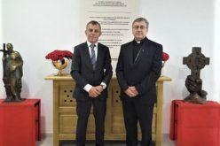 Средба на бискупот Стојанов со г-дин Едмонд Адеми, министер без ресор
