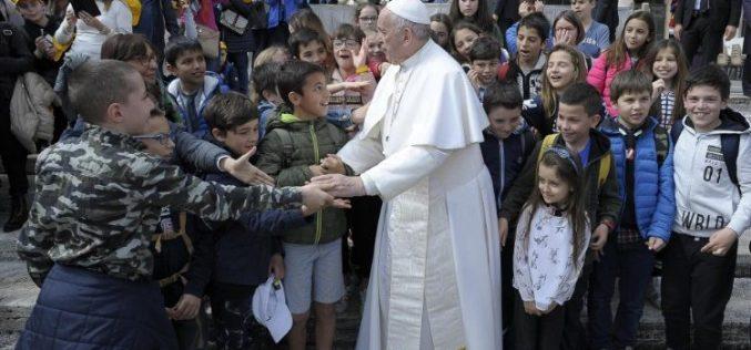 Папата: Да се служи значи да се градат мостови меѓу цивилизациите
