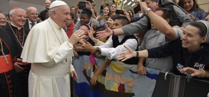 Папата: Великиот пост нека ни помогне да се зближиме со Бог