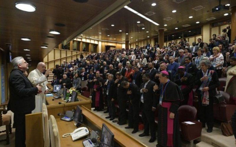 Папата: Трговијата со луѓе е злосторство против човештвото
