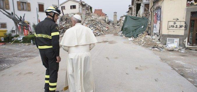 Папата ќе посети италијански регион разрушен од земјотрес