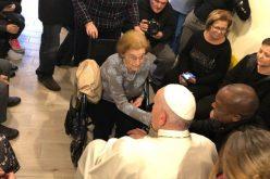 Папата посети центар за нега на лица болни од Алцхајмерова болест