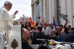 Папата се сретна со учесниците на Унив 2019