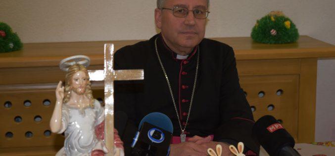 (ВИДЕО) Велигденска честитка на бискупот Стојанов: Не бој се, стадо мало – Алилуја!