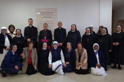 Богопосветените лица од Скопје му го честитаа празникот Воскресение Христово на бискупот Стојанов