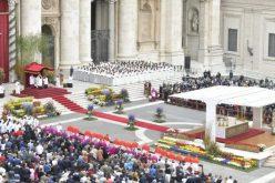 Папата служеше света Воскресна Миса на плоштадот Свети Петар