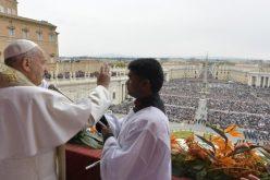 """Папата го подели традиционалниот благослов """"Urbi et orbi"""""""