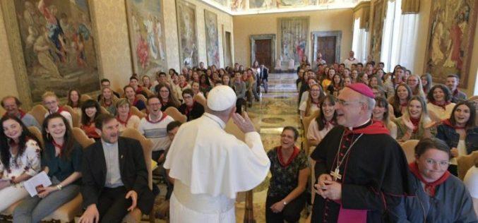 Папата до младите: Црквата има потреба од вашата вера