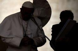 Папата се моли за жртвите од нападот врз црква во Буркина Фасо