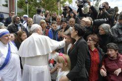Папата се сретна со сиромашни лица