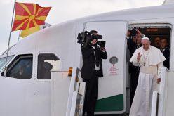Папата ја заврши својата апостолска посета на Македонија