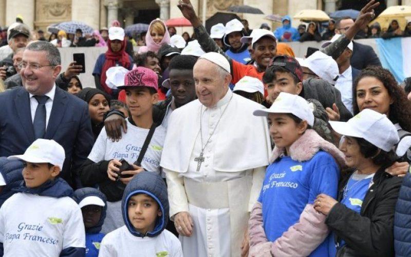 Папата: Исус нѐ ослободува од силата на злото