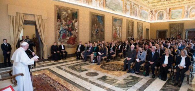 Папата Фрањо: Расфрлањето е најсуров начин на отфрлање