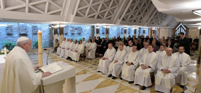 Папата: Исусовиот мир е како мирот во длабочините на морето