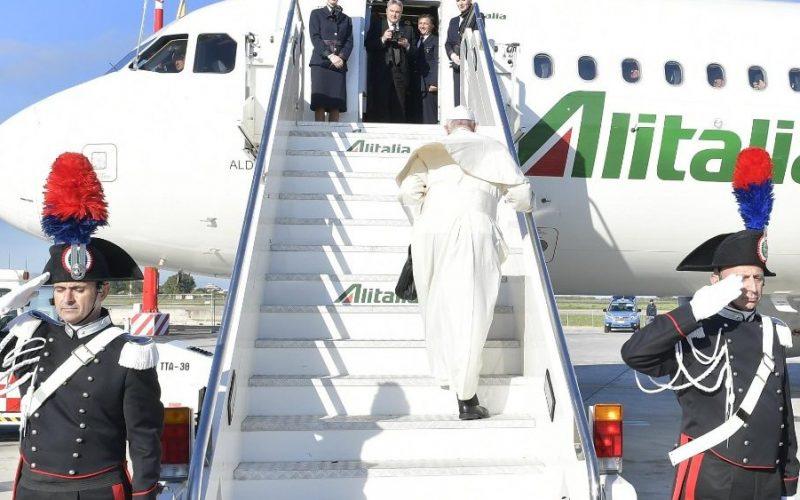 Папата отпатува за Романија