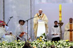 На крајот од светата Литургија епископот Стојанов се заблагодари на Светиот Отец