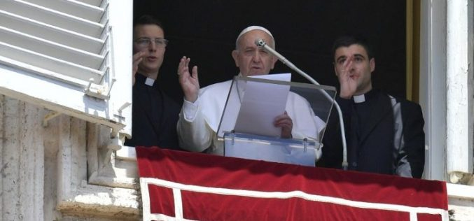 Папата: Отворениот разговор со Исус ја зацврстува во нас желбата да Го следиме