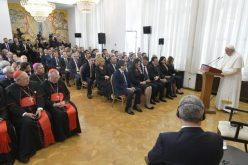 Папата се сретна со преставниците на државните власти, цивилното општество и дипломатски кор