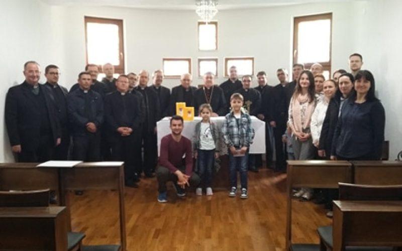 Честитки и благодарност од свештениците до епископот Стојанов