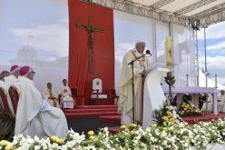 Папата Фрањо служеше света Литургија на плоштадот Македонија