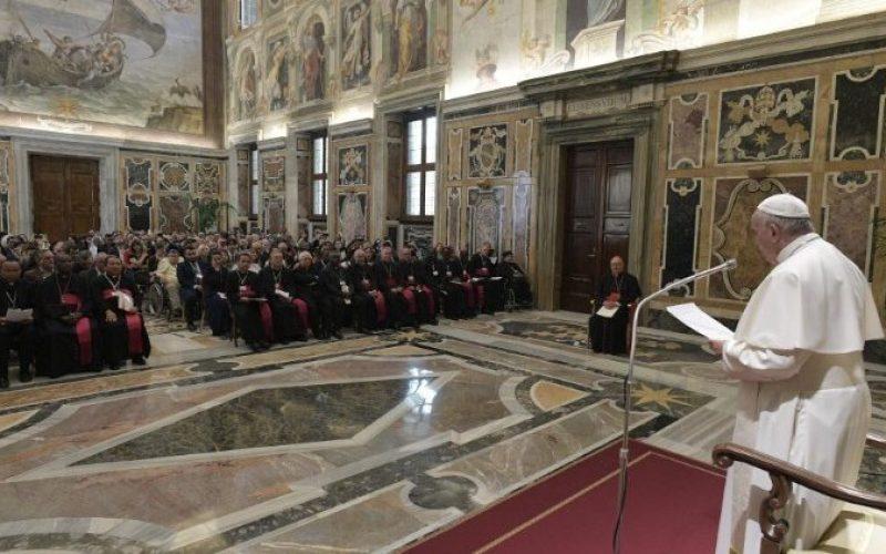 Папата за абортусот: Човечкиот живот е свет и неповредлив