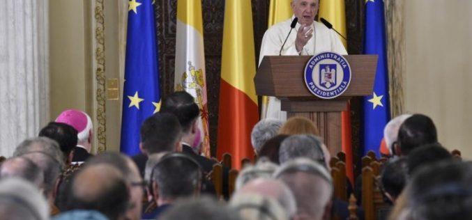 Папата до романските власти: Вистински цивилизираното општество мисли на најслабите