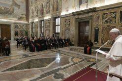 Папата: Аеродромите нека бидат мостови за средба со Христос