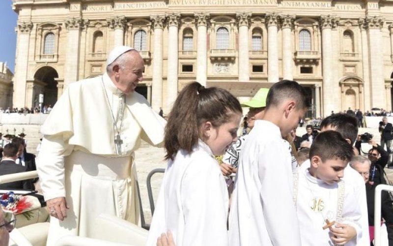 Папата: Евхаристијата нека биде центар на нашиот живот