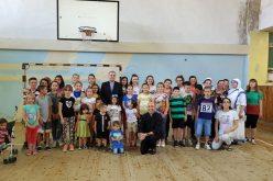 Бискупот Стојанов ги посети децата на летниот камп во Гостивар
