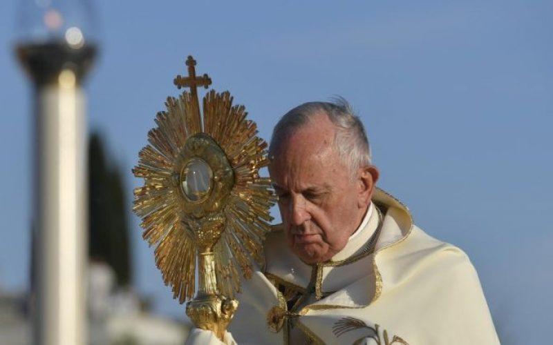 Папата: Евхаристијата е противотров за рамнодушноста, ароганцијата и алчноста за заработка