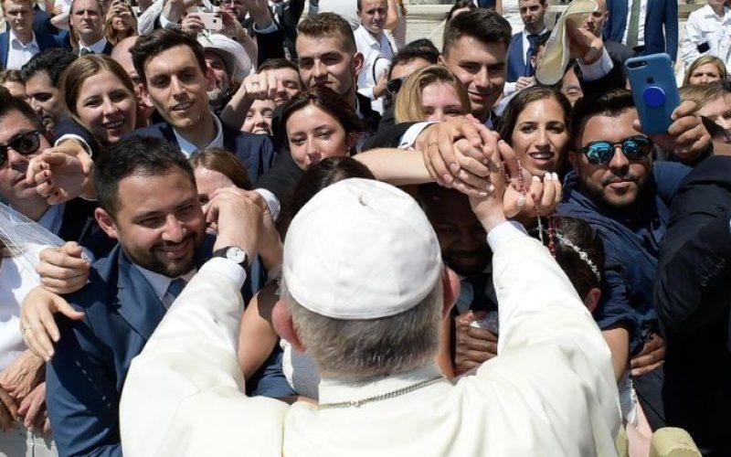 Папата Фрањо на крајот од Генералната аудиенција потсети на празникот Срце Исусово