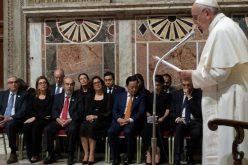 Папата: Недостатокот на храна е одговорност на сите нас