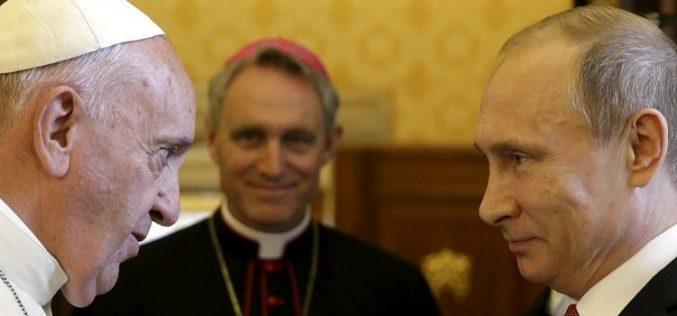 Папата Фрањо и рускиот претседател Путин ќе се сретнат во четврток