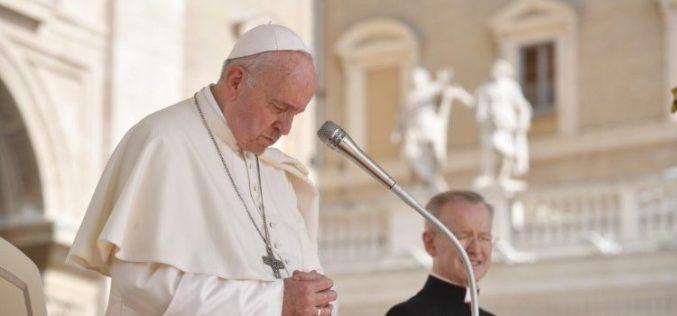 Папата изрази сочуство до семејството на жртвите настрадани во руската подморница