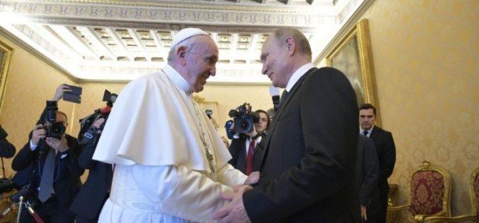 Папата Фрањо го прими во аудиенција рускиот претседател